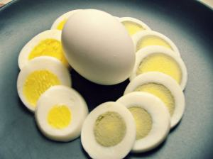 green and yellow yolk in hard boiled eggs