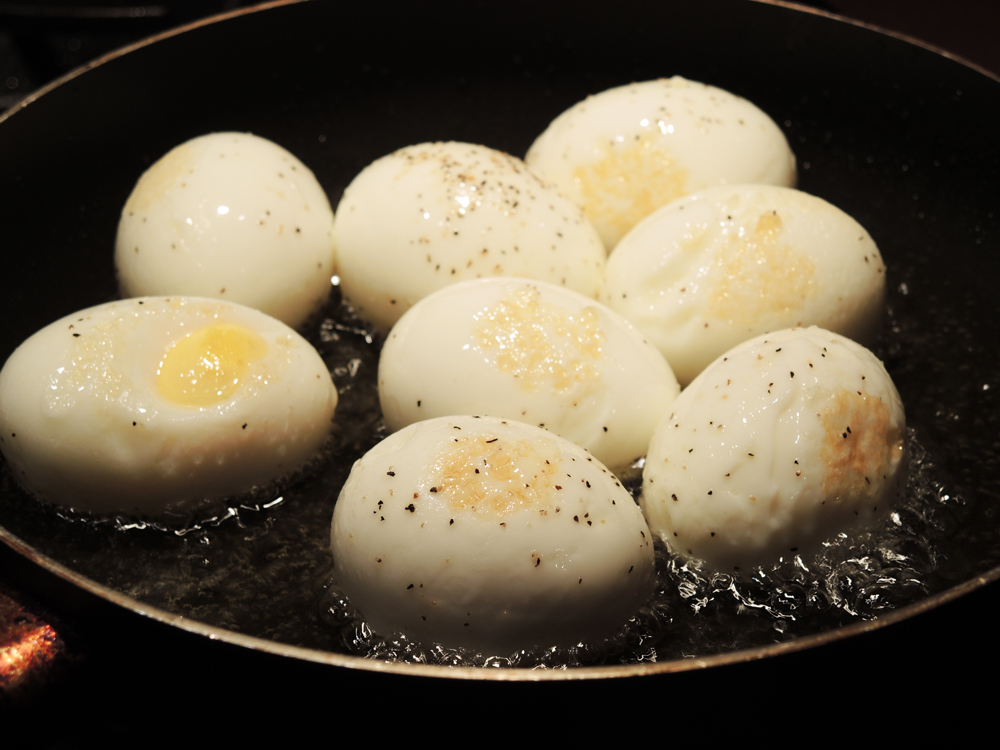Fried Hard Boiled Eggs Recipe (Baid Maza3lil / Baid ...