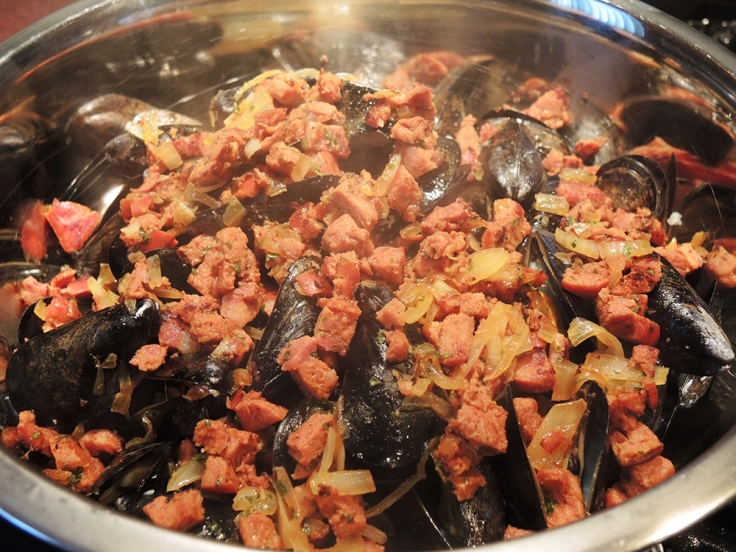Mussels Coated with Chourico by Man Fuel