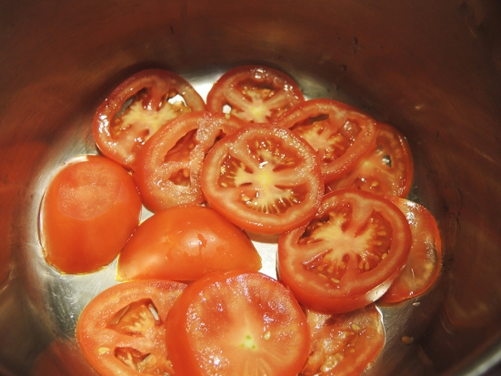 Sliced Tomatoes Lining a Pot for Steaming