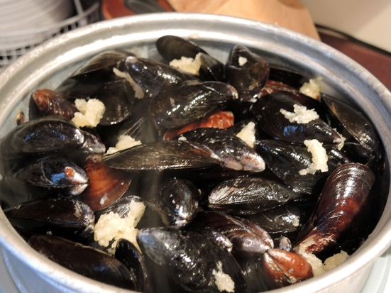 Steaming Mussels with Clam Juice and Garlic