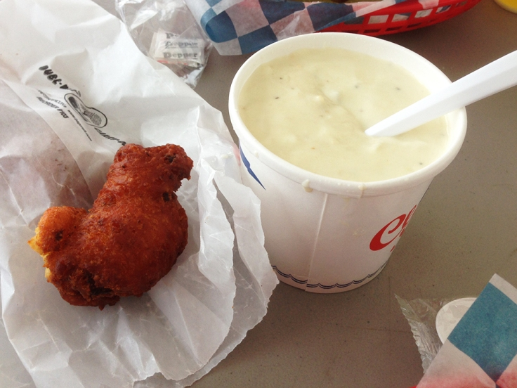 Man Fuel - food blog - Blount's Clam Shack Sigb - Warren, RI - Clam Cakes and Chowder