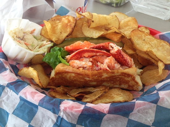 Man Fuel - food blog - Blount's Clam Shack Sigb - Warren, RI - Small Lobster Roll