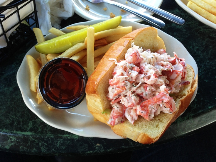 Man Fuel - food blog - Quito's - Bristol, RI - Lobster Roll