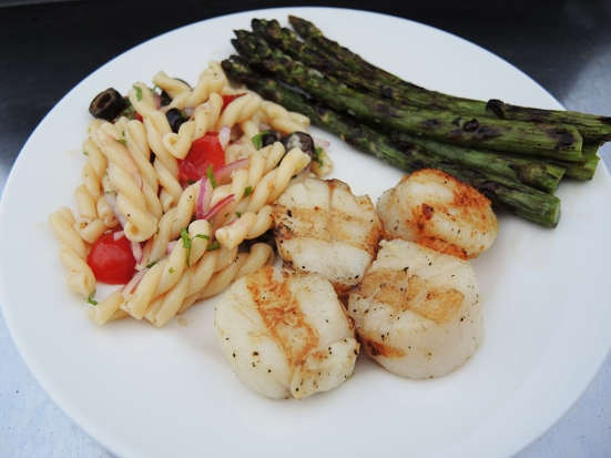 Man Fuel - Food Blog - Grilled Scallops with Asparagus and Pasta Salad