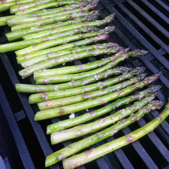 Man Fuel - Food Blog - Grilling Asparagus