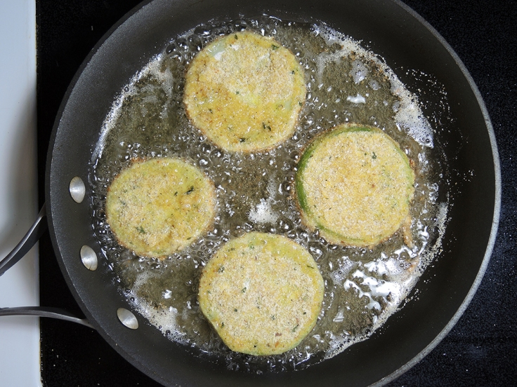 Man Fuel Food Blog - Frying Green Tomatoes