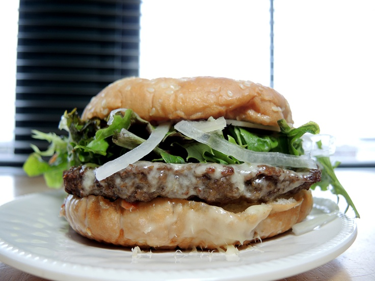 man-fuel-food-blog-big-az-kickin-jalapeno-burger-with-lettuce-onion-and-mayo