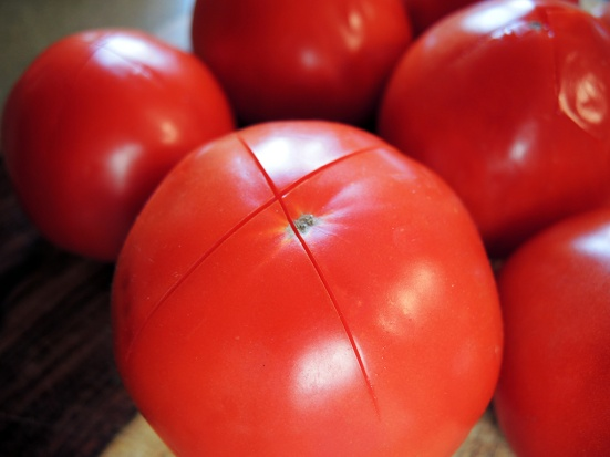 man-fuel-food-blog-homemade-tomato-sauce-recipe-prepping-tomatoes